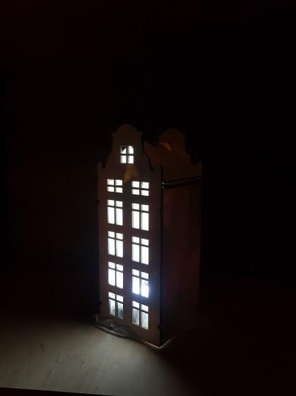 houten huisje zus verlicht
