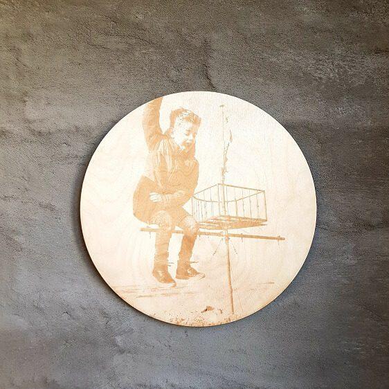 gegraveerde foto op houten schijf